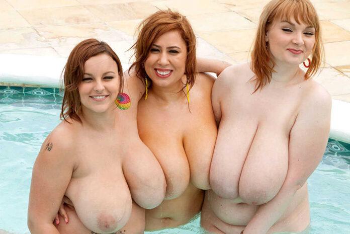 tre donne formose mostrano il loro seno
