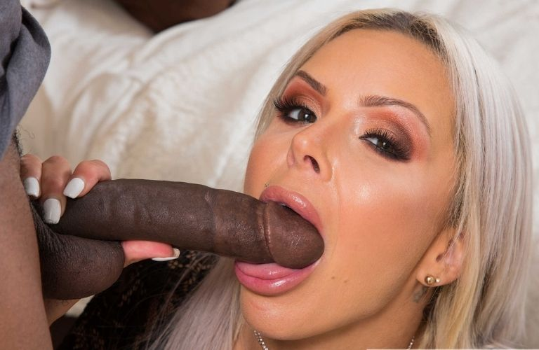 Nina Elle prende in bocca un cazzo nero