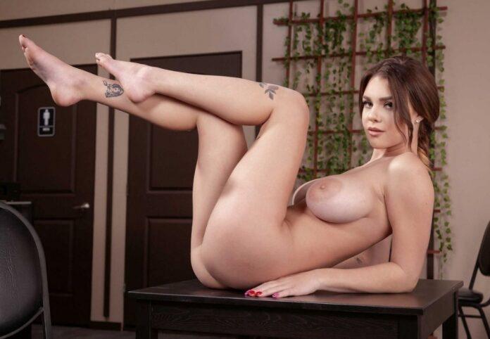 Gabbie Carter splendida pornostar classe 2000
